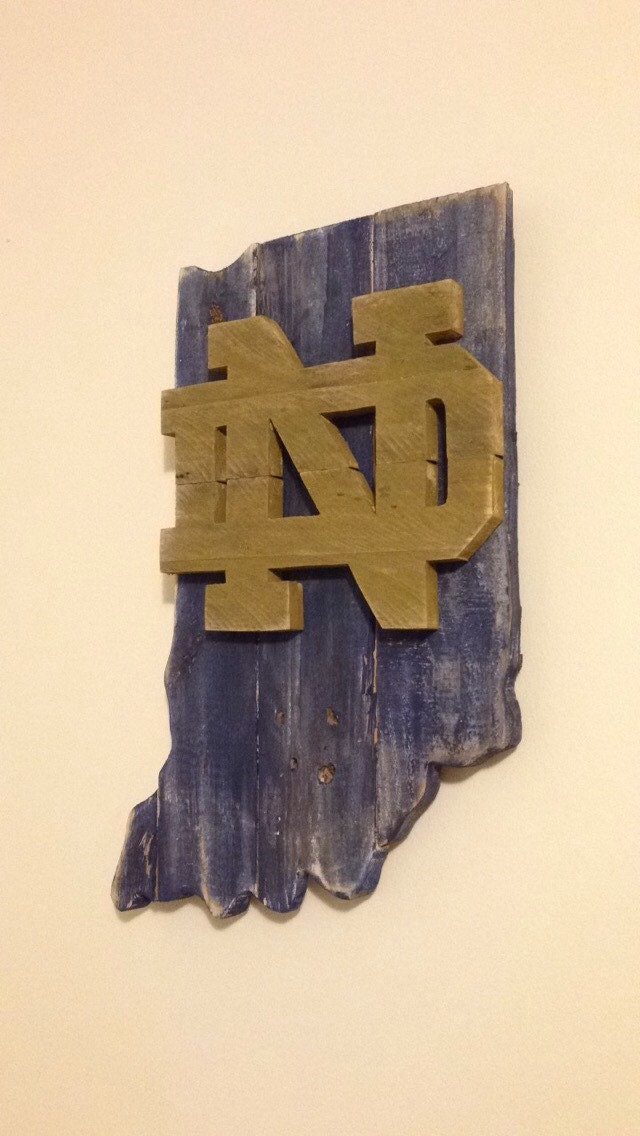 Pallet notre dame fighting irish rustic decor by r2kpallets for Notre dame home decor