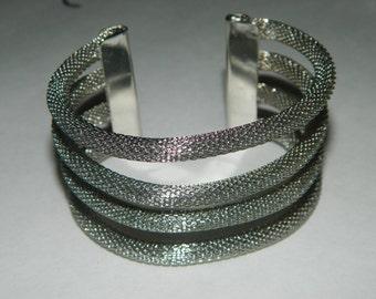 GIYN Silver Lines Style Fashion Bracelet