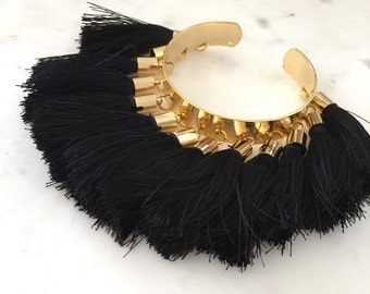 Black tassels bracelet,you will fell in love with this when you shake it in your wrist.