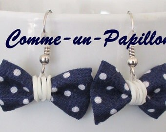 "Earrings ""knot"" in Navy blue fabric weight white"