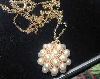 Vintage 1990s goldtone faux pearl pendant necklace