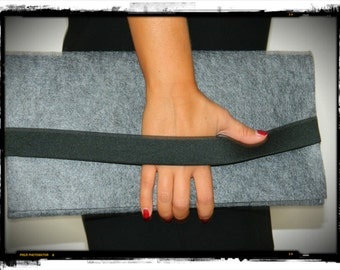 Clutch in gray wool with elastic band