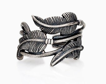 TRIPLE FEATHER RING