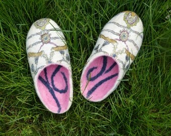 Women house shoes Felted wool clogs Wool home shoes