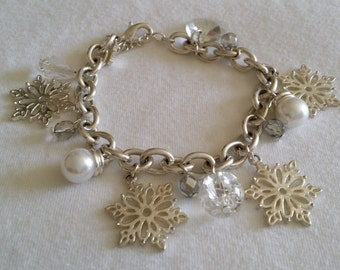 Vintage Signed SP Avon Silver Tone Snowflake Holiday Charm Bracelet With White Clear Beads and Faux Pearls