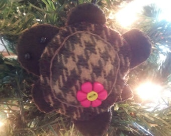 Turtle Ornament w/pink & yellow button