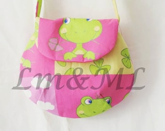 the green frogs round shoulder bag