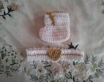 Baby booties and headband in white and gold