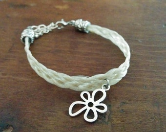 Bracelet with charm flower white horsehair