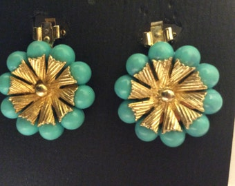 Vintage Clip On Turquiose Balls around Gold-colored Flower Metal