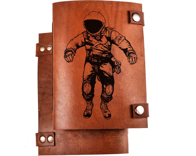 Spaceman sketchbook - leather sketchbook - astronaut diary - cosmonaut notebook - personalized notebook - engraved leather sketchbook