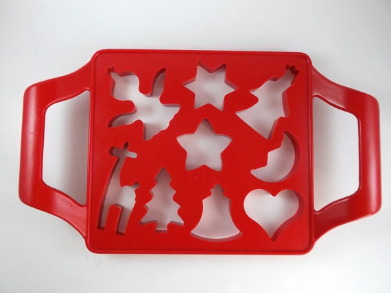 Vintage Cookie Cutter Christmas Cookies Cutters Red Plastic Cookie Cutter Assorted Shaped Christmas Cookies Holiday Cookies Cutter Houseware