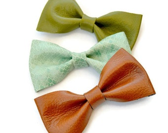 Mint green leather hair bow / Bow clip / Hair accessories for children / Mint green patent leather