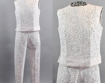 Vintage 1960s Pink and White Lace Pantsuit. Vintage Women Ankle Trouser Suits. 1960s Floral Lace Suits. Two Pieces White and Pink Pantsuit.