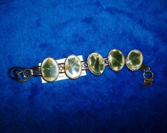 Oriental Lucite link bracelet