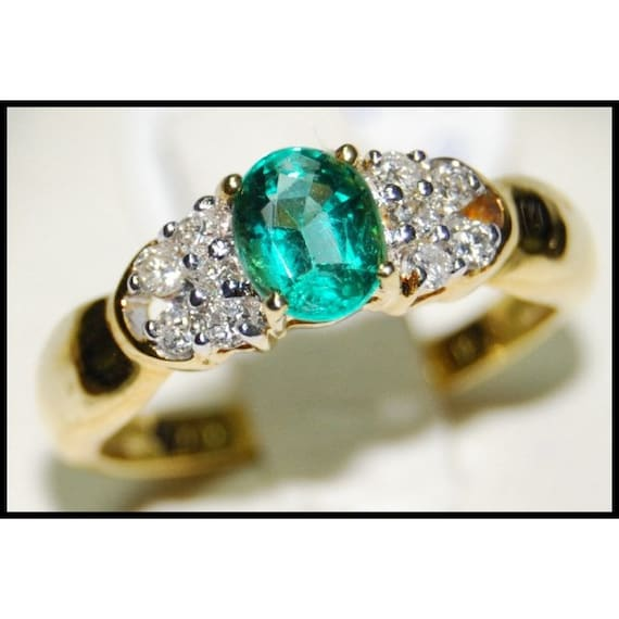 18K Yellow Gold Solitaire Unique Diamond Emerald Ring RS0073