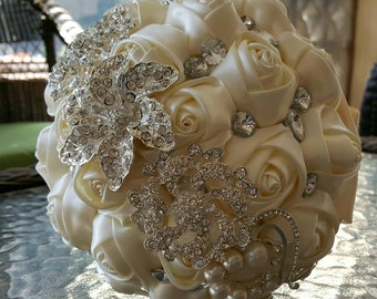 Ivory Brooch Wedding Bouquet | Bridal Bouquet