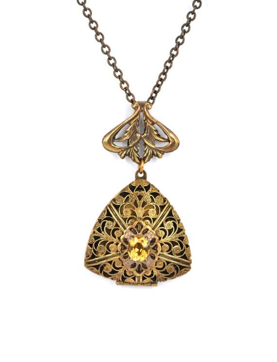 Vintage Jewelry Locket 82