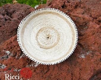 Miniature basket in hemp twine