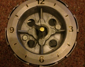 Clutch desk clock