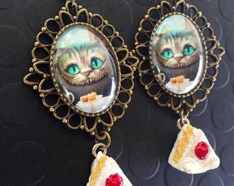 Cheshire Cat Earrings / Alice in Wonderland Earrings / Vintage Cheshire Cat Earrings