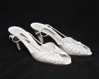 1980 ALBERT NIPON White sling back heels  Size 9.5 Narrow strappy sandals