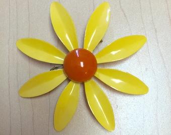 Daisy Brooch, Vintage Enamel Daisy Brooch, Flower Brooch, Enamel Daisy Pin