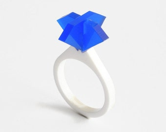 Laser cut acrylic solitaire sapphire ring,sapphire ring,sapphire engagement ring,geek engagement ring,color engagement ring,geek ring