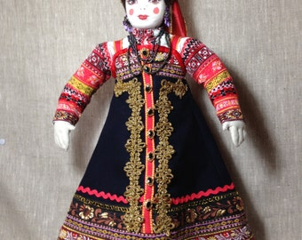 Doll in traditional costume of the nordrussichen peoples