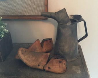 Vintage 2 quart oil can with spout