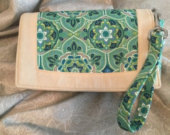 Wristlet Purse with detachable zippered pouch