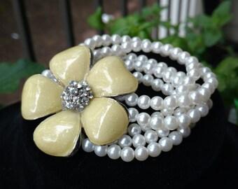 Vintage flower bracelet stretch to fit all sizes