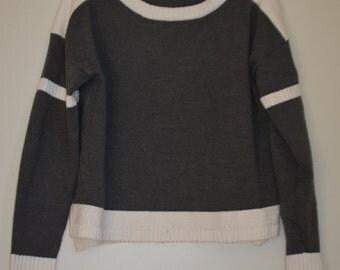 Sale $ 10! Grey/white sweater long sleeves / Medium