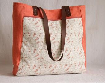 Spacious shoulder bag