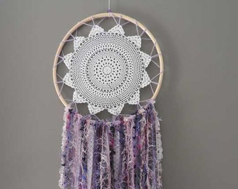 Large dreamcatcher with crochet doily