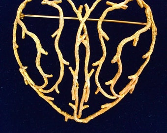 Gold tone heart shaped pin