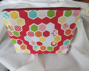 Make-up bag red-coloured with the woman everything carry can made of 100% cotton by Riley Blake design