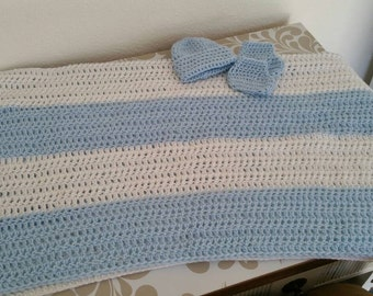 Baby blanket, beanie and booties set blue and white