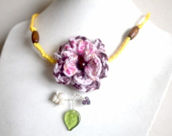 Necklace visionary flower wool and yellow satin
