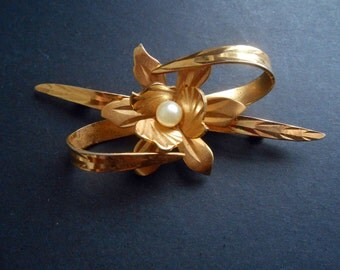 Modernist Style, Gold Toned Flower And Leaves Brooch With Faux Pearl Centre