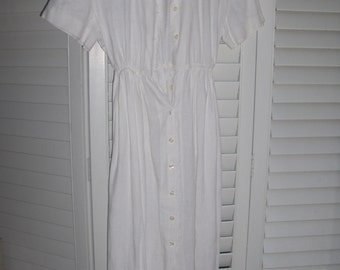 Short Sleeved White Collared Dress - Vintage Retro Mom Style