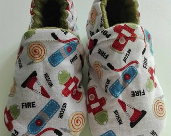 Handgenaaaide baby shoes size 6-12 months fire white