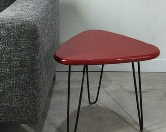 Table with top of Red quartz and pins style Mid Century legs