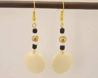 Ecru Medallion in resin earrings and black, white and Golden glass beads