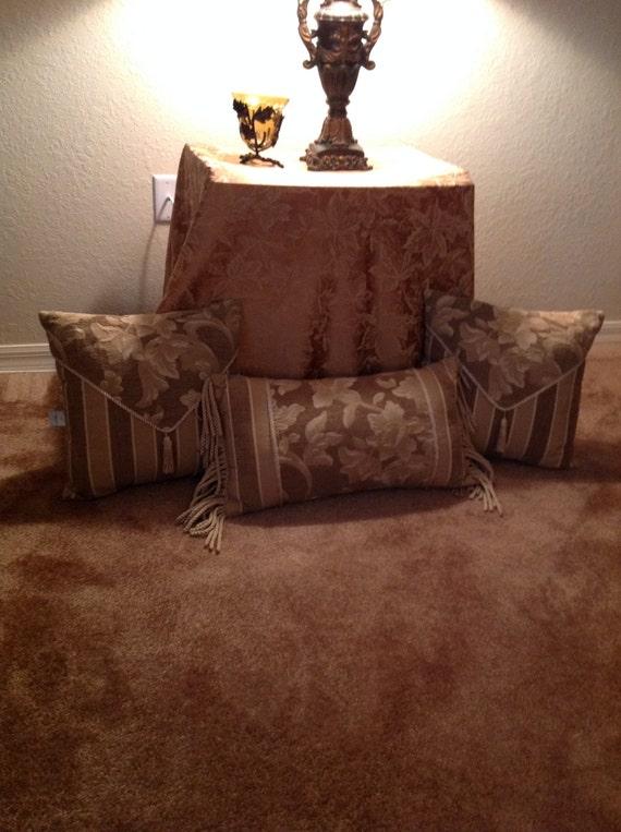 Christopher Lowell Pillow Set