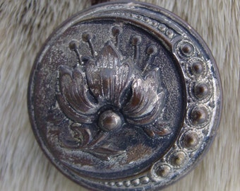 Vintage Flower Button