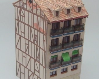 Edificio madrileño a doble fachada. Building with double facade in Madrid. Paper architecture with easy assembly and high degree of realism.