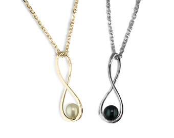 Gold infinity pendant with pearl