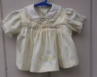 50s to 60s Vintage Yellow and White Baby Girl's pinafore frock dress / 6 - 9 to 12 mos // Spring Easter