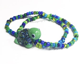 Turtle Bracelet. Seed bead Bracelet with glass turtle focal bead in blue and green. Hypoallergenic. Lampwork. Turtle Jewelry.